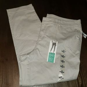 New Old Navy Pixie Chino Ankle Length